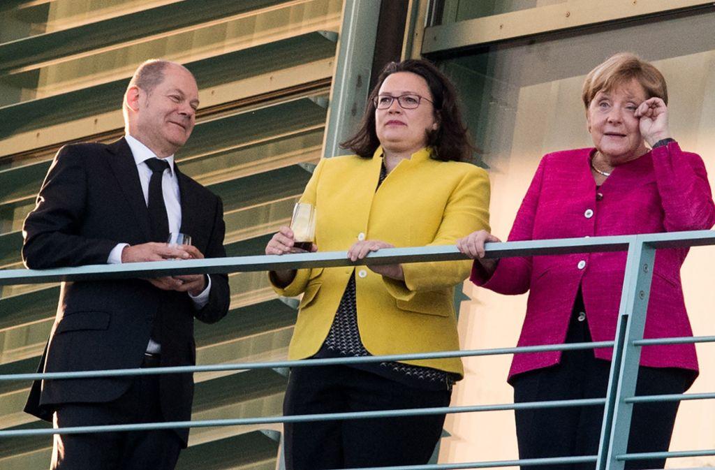Werden Frauen in Führungspositionen anders behandelt als Männer? Olaf Scholz (SPD), Andrea Nahles (SPD) und  Angela Merkel (CDU) auf einem Balkon des Bundeskanzleramts. Foto: dpa