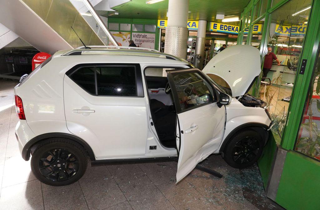 Der Autofahrer hinterließ einen enormen Schaden. Foto: Andreas Rosar/Fotoagentur-Stuttg