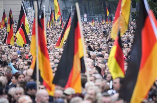 Bundesregierung: Aufmärsche von Rechtsextremisten sind keine Trauer