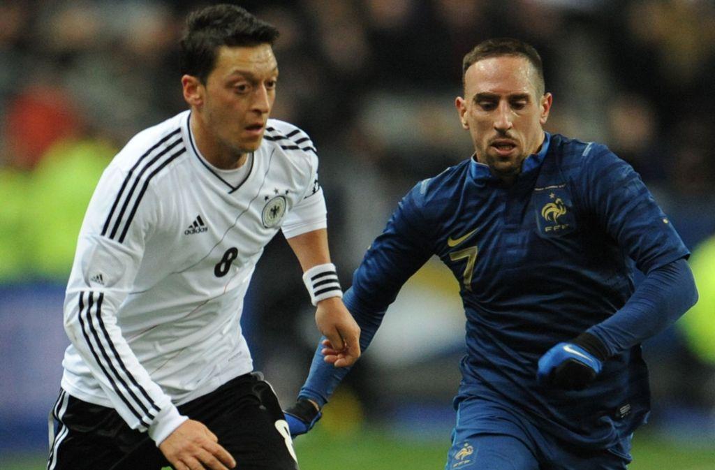 Thema der Debatte: Mesut Özil (links) und Franck Ribéry – hier ein Bild aus dem Jahr 2013 Foto: dpa