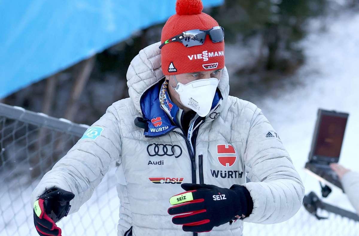 Es gibt viel zu analysieren: Skisprung-Bundestrainer Stefan Horngacher bei der Corona-Tournee. Foto: dpa/Daniel Karmann