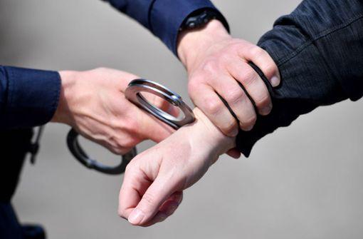 21-Jährige vergewaltigt – Polizei nimmt Verdächtigen fest