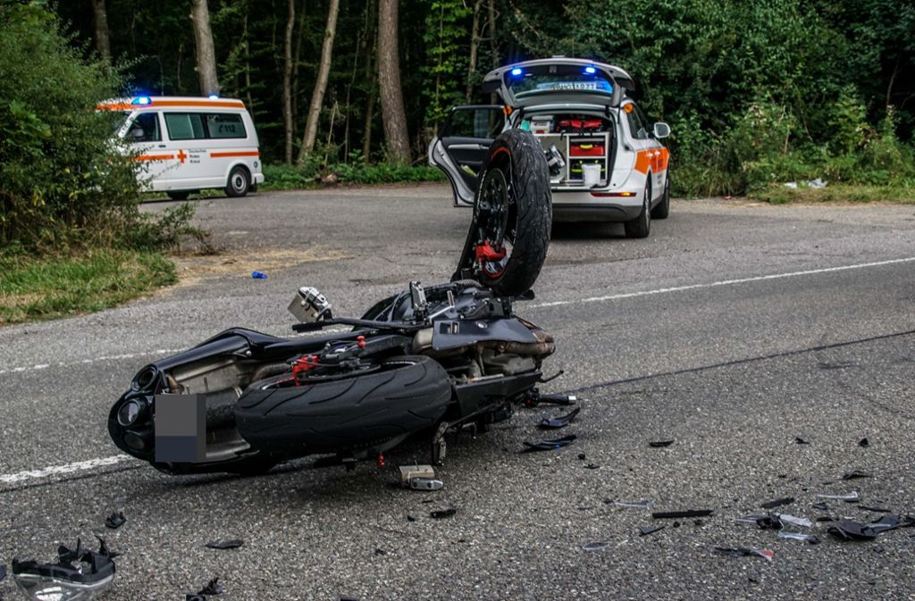Zwei Menschen wurden bei dem Unfall lebensgefährlich verletzt. Foto: SDMG