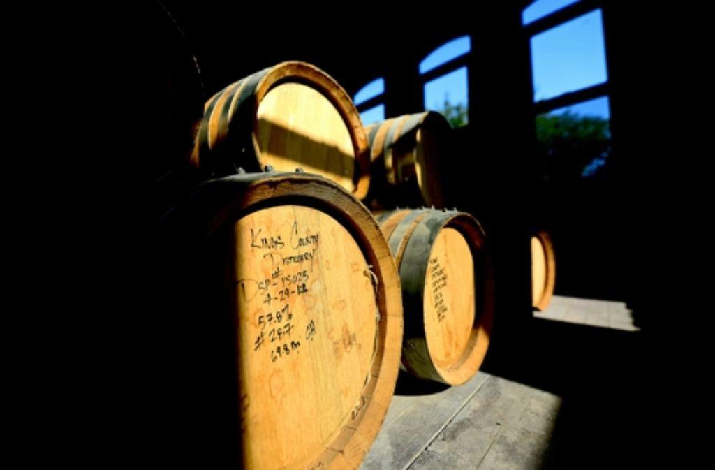 Whiskey vom Feinsten: diese Fässer lagern in einer  Brennerei in New York. Foto: AFP