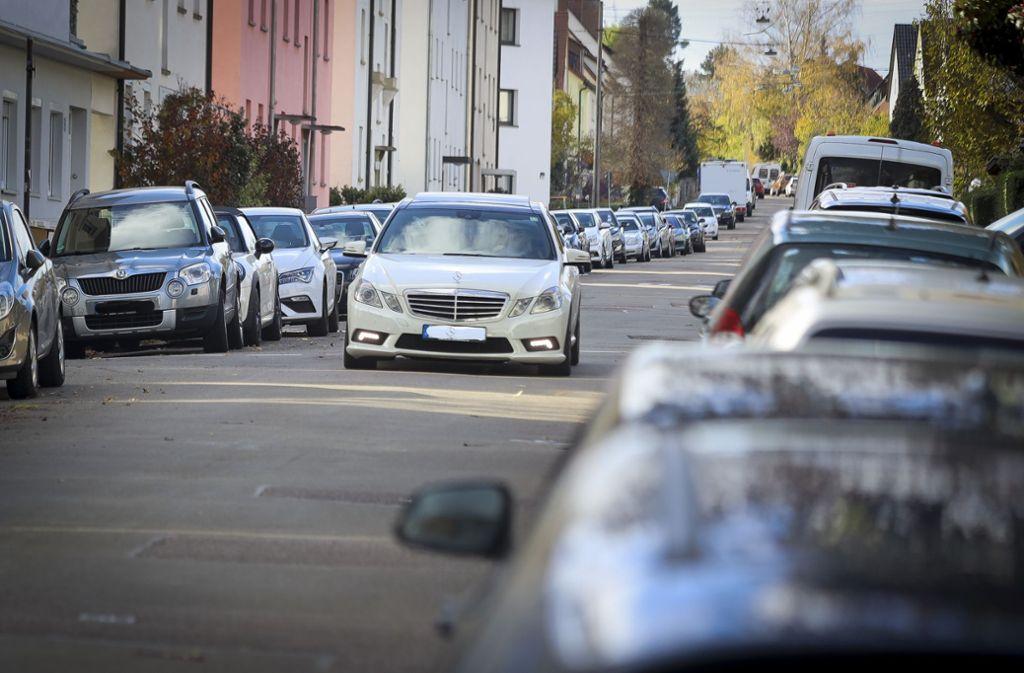 Zugeparkte Straßen und suchende Autofahrer: Das soll es in Ludwigsburg nicht mehr geben. Foto: factum/Simon Granville