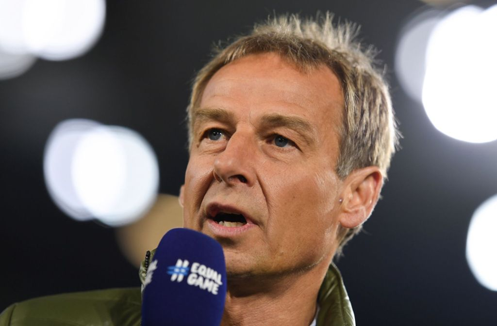 Der Mann am Mikro: TV-Experte Jürgen Klinsmann im Einsatz Foto: dpa