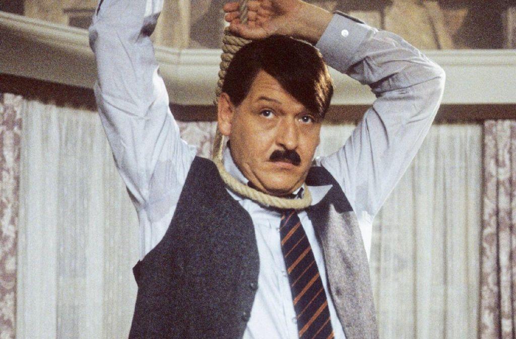 """Neben ernsthaften Rollen in Film und Fernsehen war Diether Krebs (1947-2000) ein Gigant am Lachstandort Deutschland. Er mimte den """"Sozi""""-Schwiegersohn in der Comedyreihe  """"Ein Herz und eine Seele"""" (1973/1974). Aus """"Rudis Tagesshow"""", einer Tagesschau-Persiflage mit Rudi Carrell, stieg er wegen künstlerischer Differenzen aus. Foto: www.imago-images.de"""
