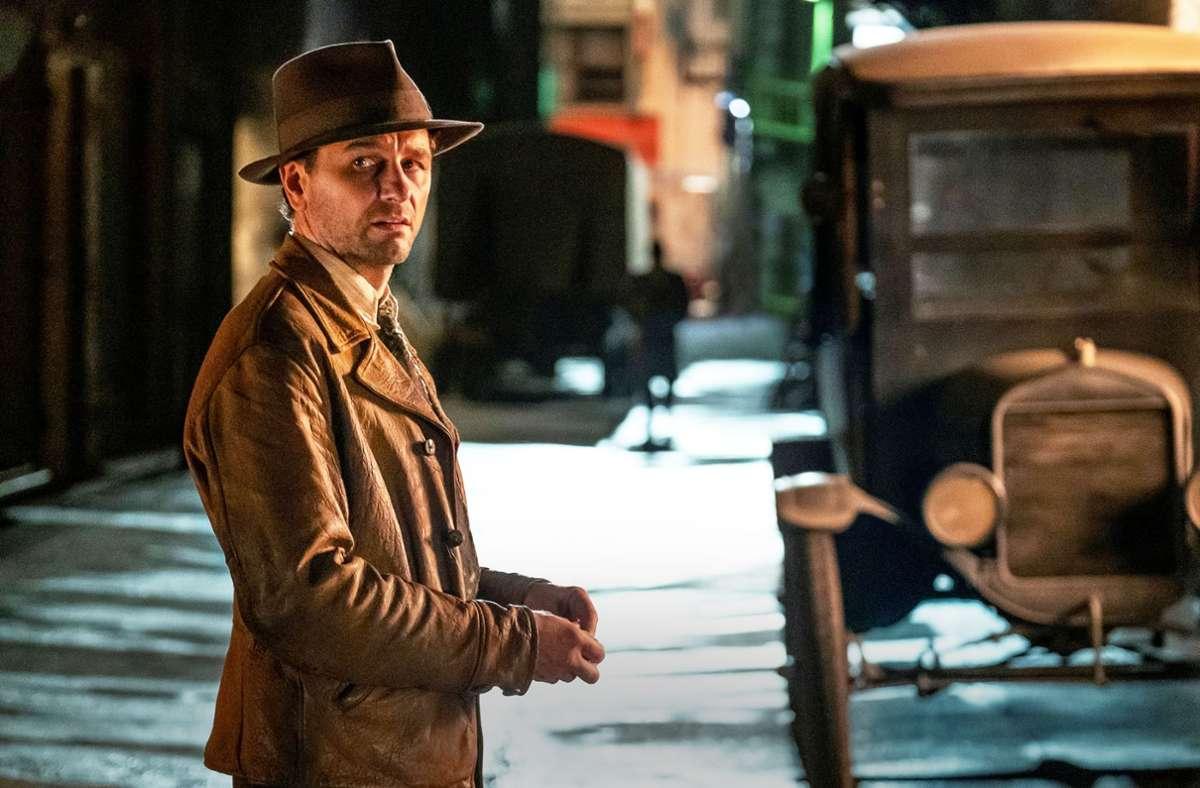 Das soll Perry Mason sein? Matthew Rhys spielt einen ziemlich zerknautschten, von einem Kriegstrauma geplagten Privatdetektiv. Foto: HBO/Sky