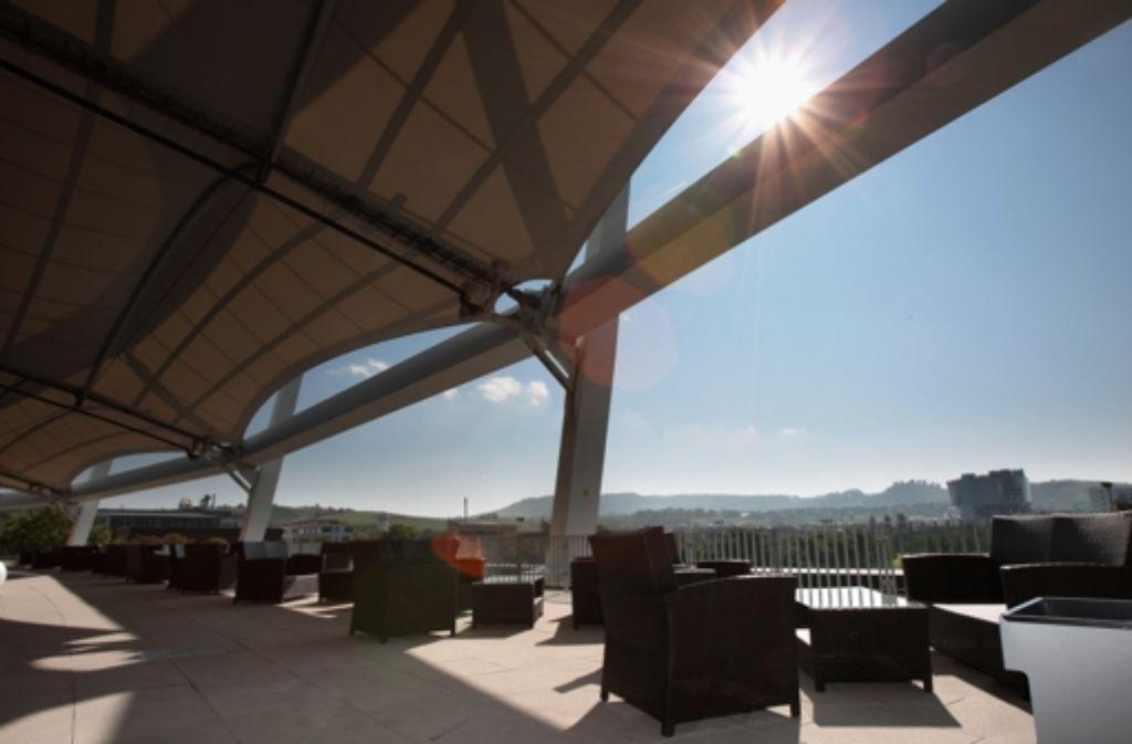 Die Dachterrasse in der Mercedes-Benz-Arena Foto: Pressefoto Baumann