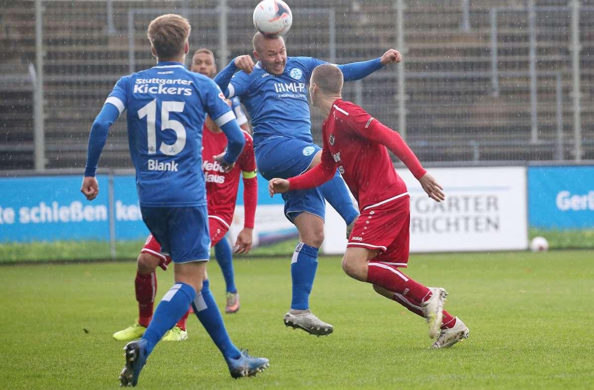 Lukas Kling (Mi.) und Nico Blank sorgten gemeinsam mit Marvin Weiss für ein stabiles Mittelfeld. Foto: Baumann
