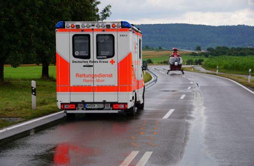 Nasse Fahrbahn – Motorradfahrer lebensgefährlich verletzt