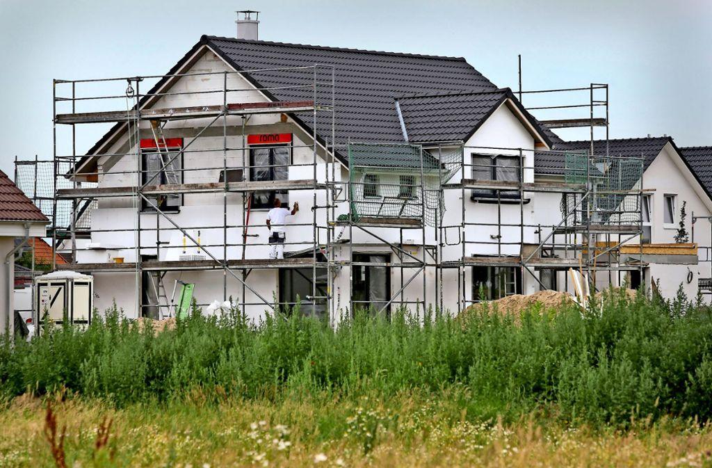 Neubauten sind begehrt – doch vielerorts fehlen Bauplätze Foto: dpa