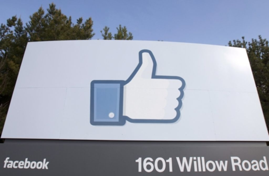 """Die """"Likes"""" auf Facebook verraten den Unternehmen etwas über die Nutzer. Foto: dpa"""