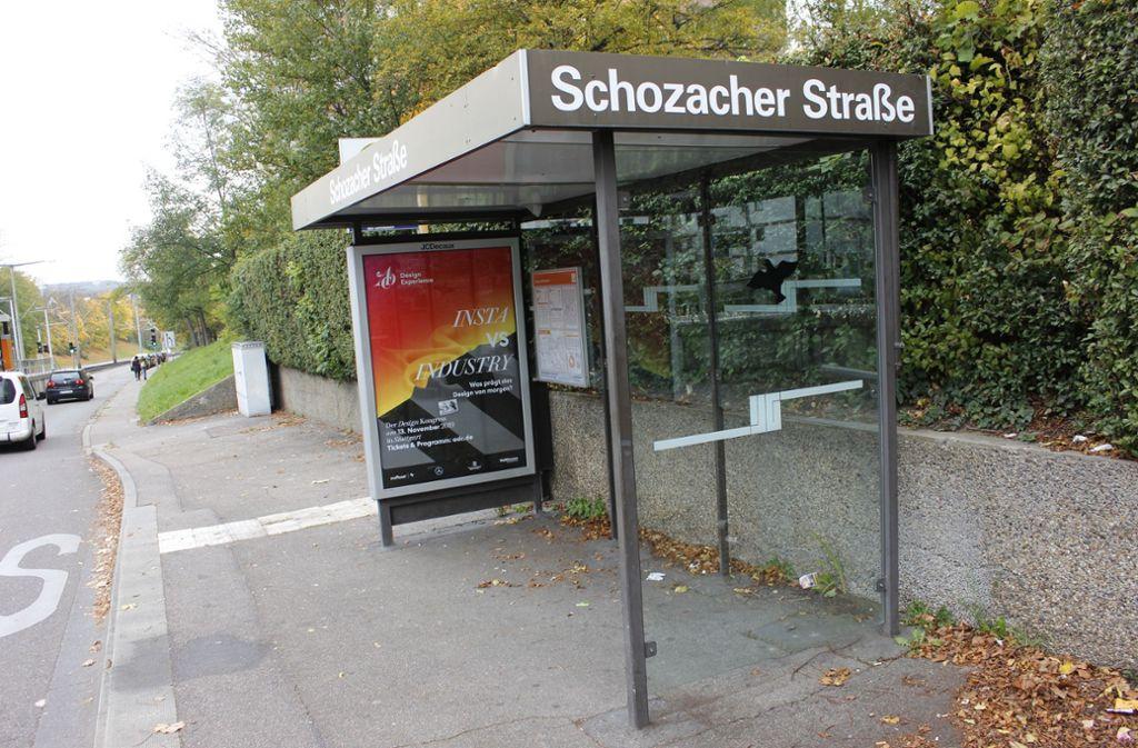 Diese Bushaltestelle in Zuffenhausen nutzte der Mann als Bleibe, bis die Sitzbank entfernt wurde. Foto: Chris Lederer