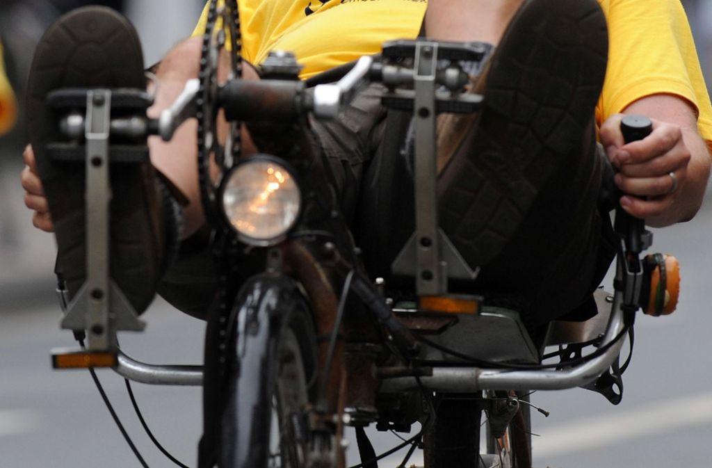 In Stuttgart wurde ein Liegeradfahrer bei einem Unfall schwer verletzt (Symbolbild). Foto: picture-alliance/ dpa/Ingo Wagner