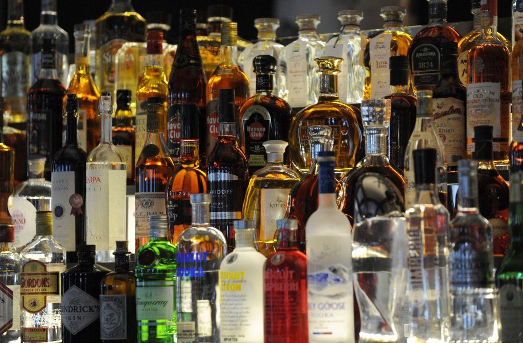 Schnaps liegt im Trend, vor allem edler Gin wird in den Bars der Städte ausgeschenkt. Foto: dpa