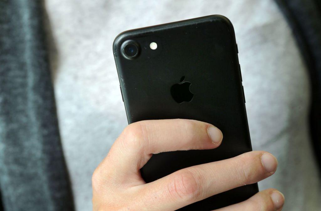 Viele Mobilfunk-Kunden haben falsche Rechnungen bekommen. Foto: Fernando Gutierrez-Juarez/dpa