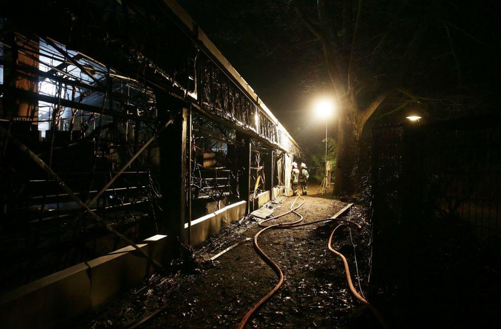 Das Affenhaus im Krefelder Zoo ist bei einem Brand zerstört worden, alle Tiere darin sind dabei gestorben. Foto: dpa/David Young