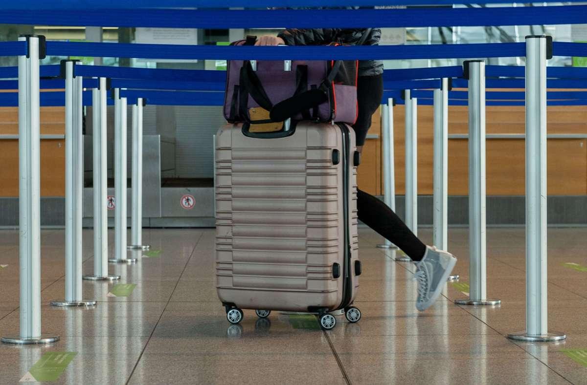 Passagier am Flughafen. (Symbolbild) Foto: LICHTGUT/Leif Piechowski/Leif Piechowski
