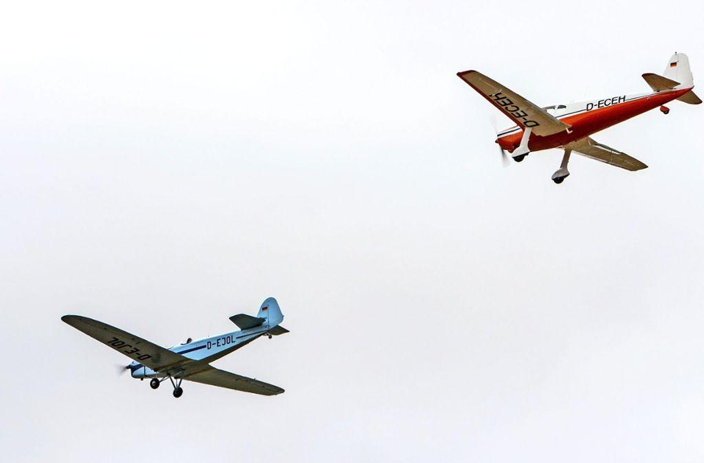 Fliegen wie vor 70 Jahren: mit liebevoll restaurierten Oldtimern. Foto: factum/Bach