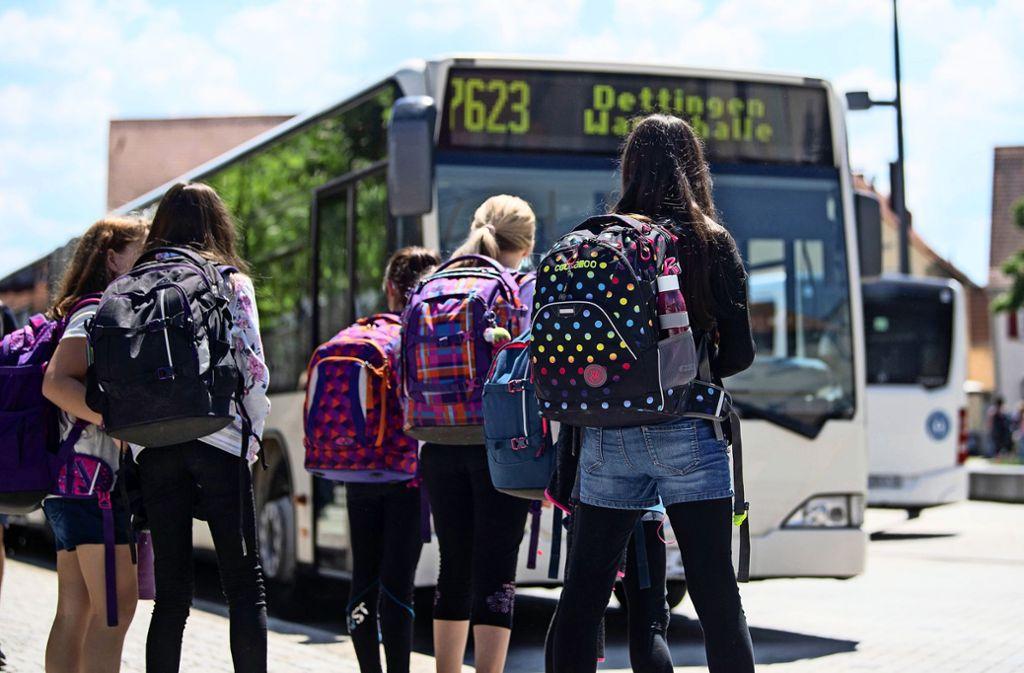 Der Schülerbeförderung ist für viele Busunternehmen ein wichtiges finanzielles Standbein. Der Landkreis sichert ihnen Unterstützung zu. Foto: picture alliance/dpa/Marijan Murat