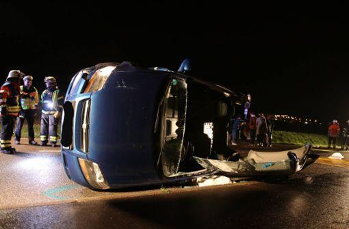 Nach Unfall in Auto eingeklemmt – zwei Verletzte