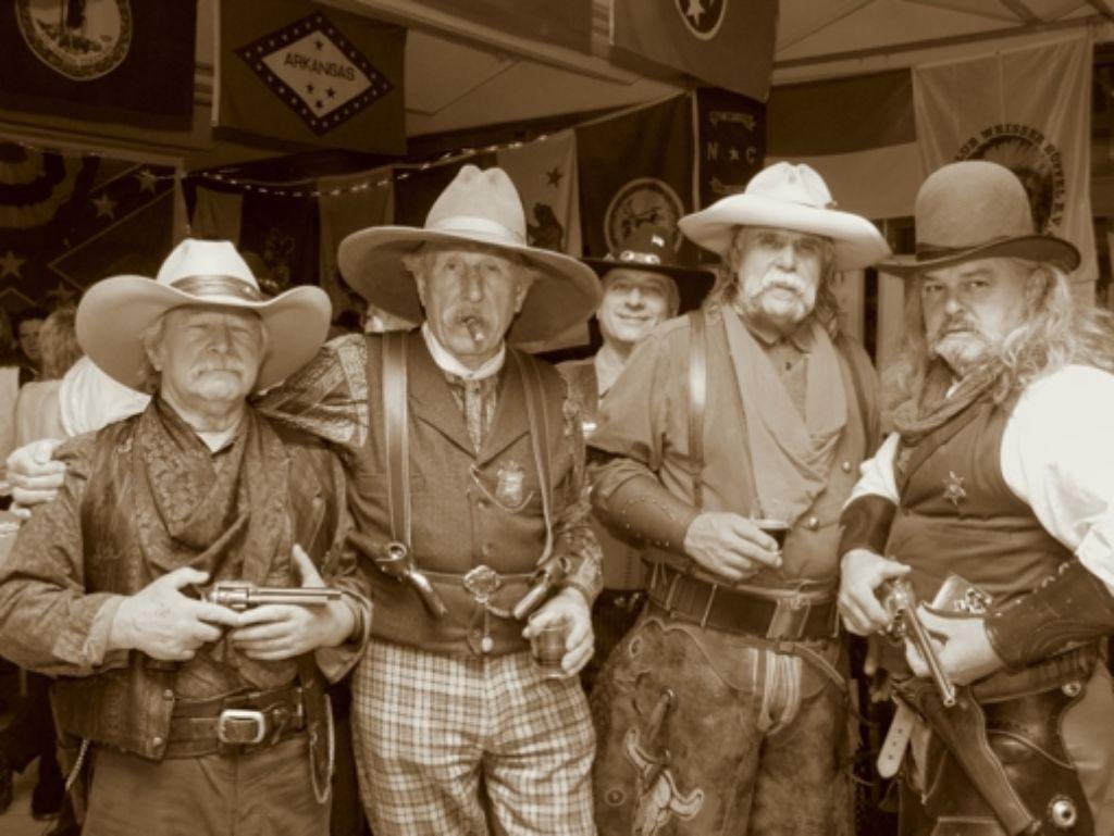 Präsident Dieter Rinker (zweiter von links) gründete den Country Club Weisser Büffel 2003 mit 17 anderen Western-Fans. Foto: privat