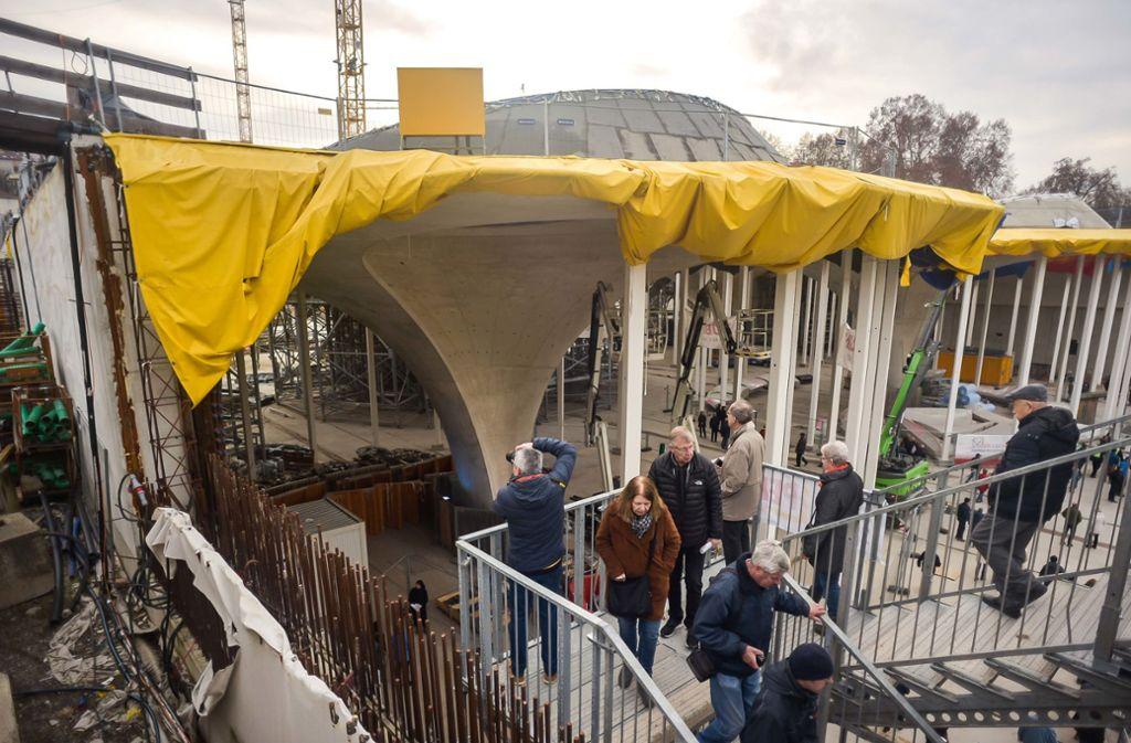 Die S-21-Baustelle im Schlossgarten zog im Januar bei Tagen der Offenen Tür viele Menschen an. Vor Ende 2025 soll der Bahnhof nicht fertig werden. Foto: Lichtgut/Max Kovalenko