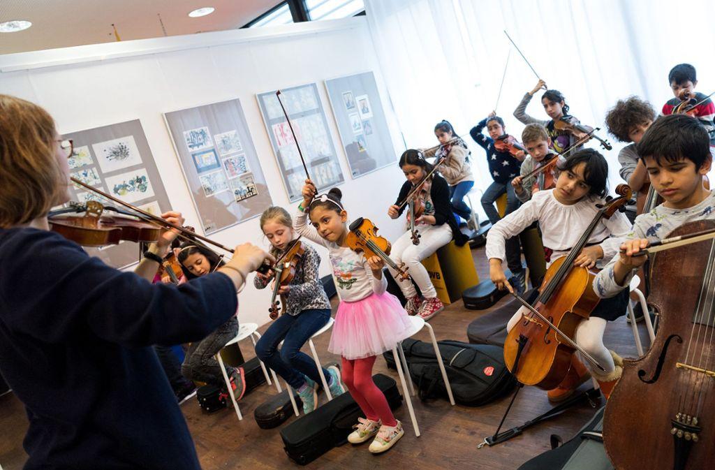 Der Musikunterricht wird in Grundschulen häufig von fachfremden Lehrern unterrichtet. Foto: dpa/Monika Skolimowska