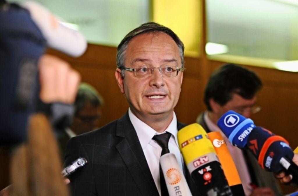 """Es werde  """"wahrheitswidrig skandalisiert"""", empört sich Kultusminister Stoch. Foto: dpa"""