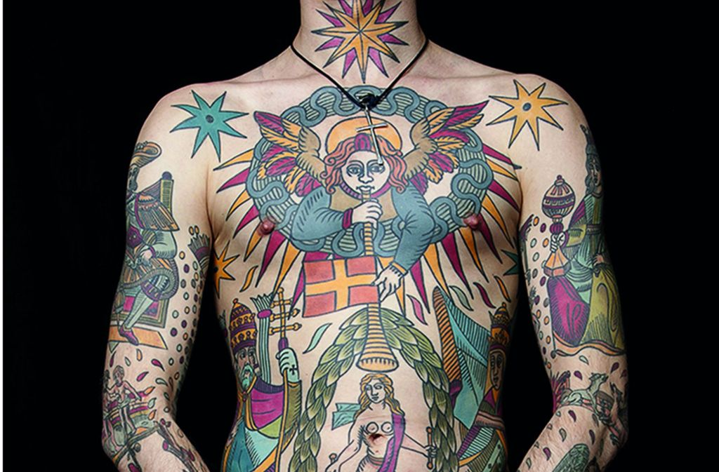 Körper als Kathedrale: Der französische Tattoo-Künstler Mikaël de Poissy lässt sich von mittelaterlicher Glasmalerei inspirieren (Ausschnitt). Weitere Motive finden Sie in unserer Bildergalerie. Foto: Verlag/Mikaël de Poissy
