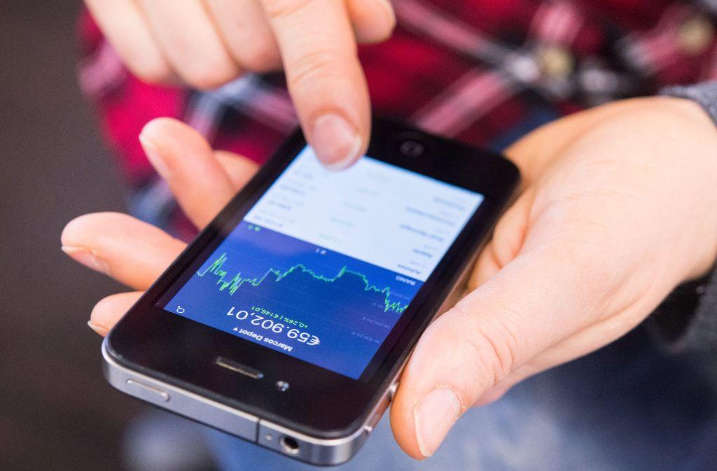 Vermögensverwaltung per Computer und Smartphone – auch das Thema Geldanlage verändert sich derzeit rasant. Foto: dpa-tmn