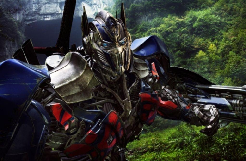 """Ein außerirdischer Kampfroboter, der wie ein Rittersmann  ein Breitschwert am Rücken trägt? In der Welt von """"Transformers"""" geht auch das als sinnvoll durch. Foto: Paramount Pictures"""