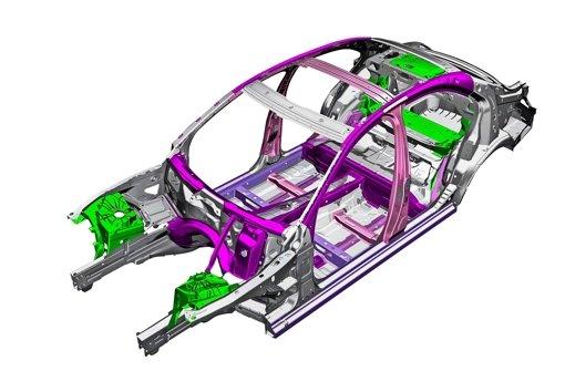 Der Rohbau der C-Klasse von Mercedes:  knapp die Hälfte des   Gewichts entfällt  auf Stahl. Foto: Daimler