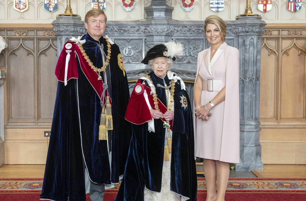 Neues Mitglied des Hosenbandordens: König Willem-Alexander der Niederlande mit seiner Frau Königin Máxima (rechts) und der britischen Queen Elizabeth II. Foto: AP
