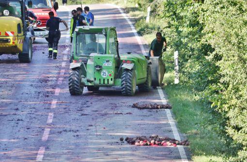 Unmengen Rote Beete sorgen für Straßensperrung