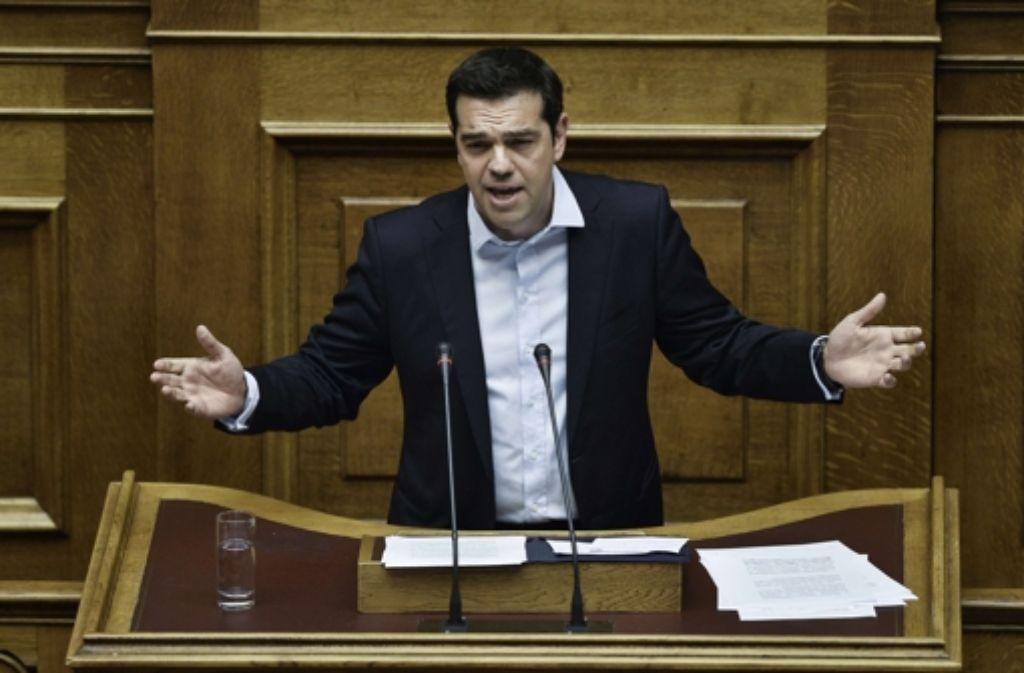 Auf dem Weg zum Referendum: Griechenlands Ministerpräsident Alexis Tsipras begründet im Parlament, warum er das Volk abstimmen lassen will. Foto: AFP