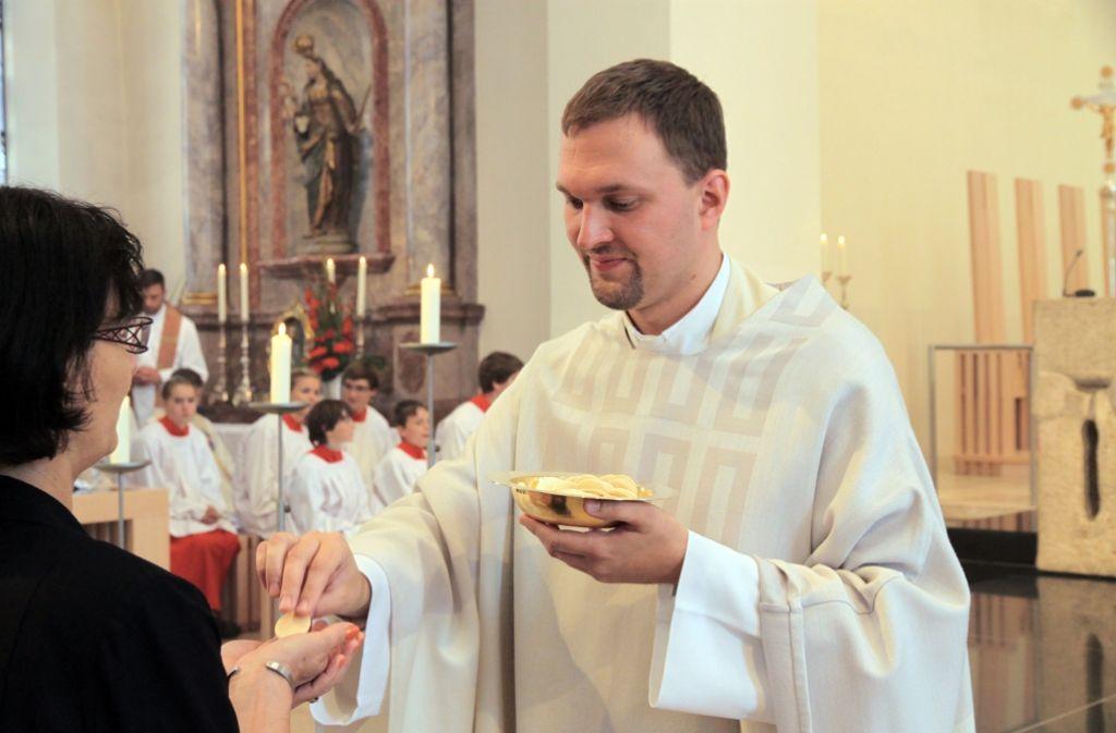 Kilian Krug gehört zu den wenigen jungen Männern, die sich für den Priesterberuf entscheiden. Foto: dpa