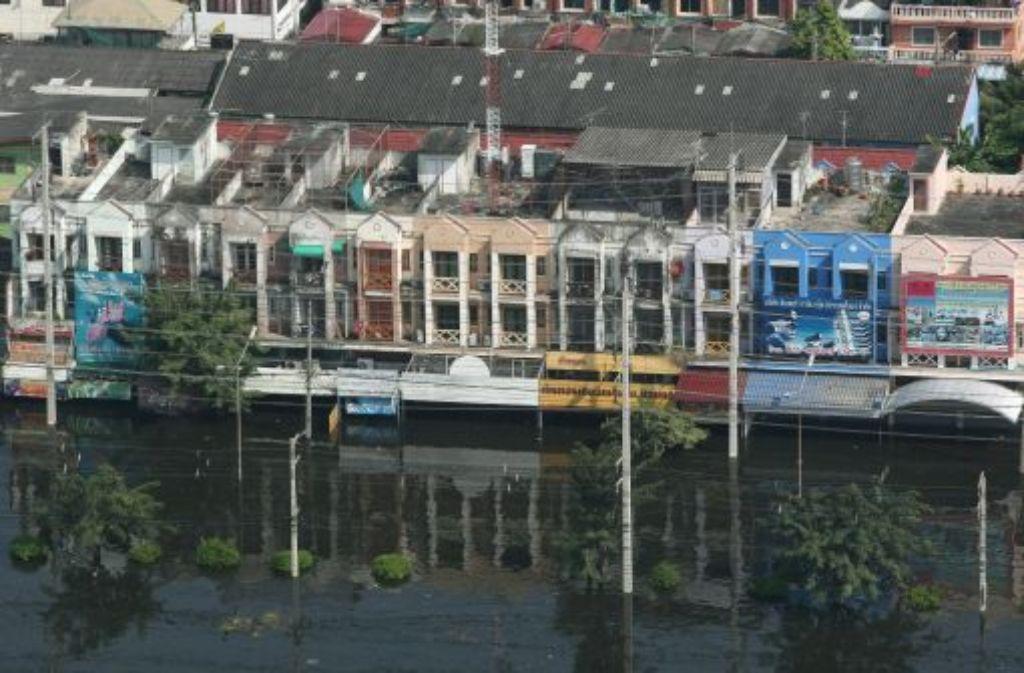 Das Hochwasser hat die Vororte der Millionenstadt Bangkok erreicht. Foto: dpa