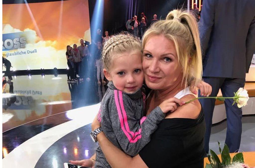 Die fünfjährige Lilith Prokopetz und Magdalena Brzeska bei der Aufzeichnung im Studio. Foto: privat