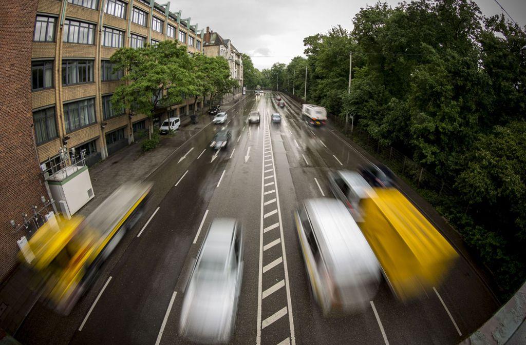 Entlang der Messstelle am Neckartor hatte das Land bei hoher Luftbelastung weniger Verkehr versprochen. Foto: Lichtgut/Leif Piechowski
