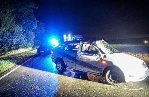 Auto überschlägt sich - zwei Verletzte