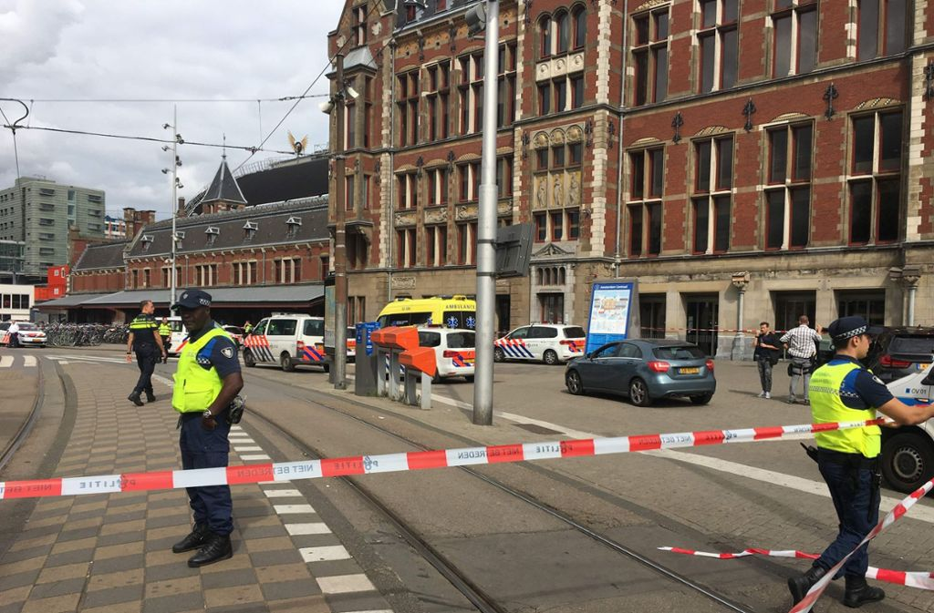 Teile des Bahnhofsgeländes im Norden der Amsterdamer Innenstadt wurden evakuiert. Foto: AFP