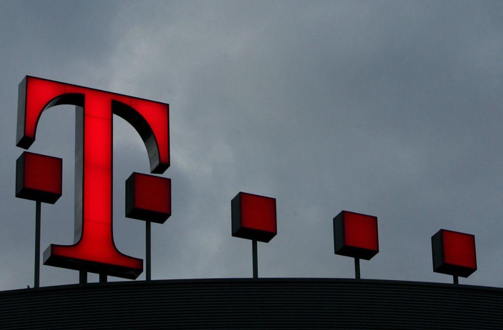 Beschäftigte der Telekom sollen laut neuem Tarif stufenweise bis zu 3 Prozent mehr verdienen. (Symbolbild) Foto: AP/Frank Augstein