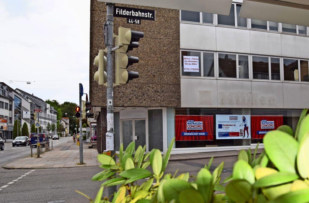 2015 zog der Drogeriemarkt von der Filderbahnstraße weg. Matratzen Concord wird nun die Räume übernehmen. Foto: Alexandra Kratz