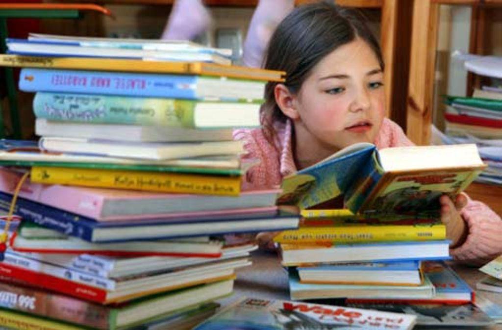 Bücher können in eine andere Welt entführen. Foto: dpa