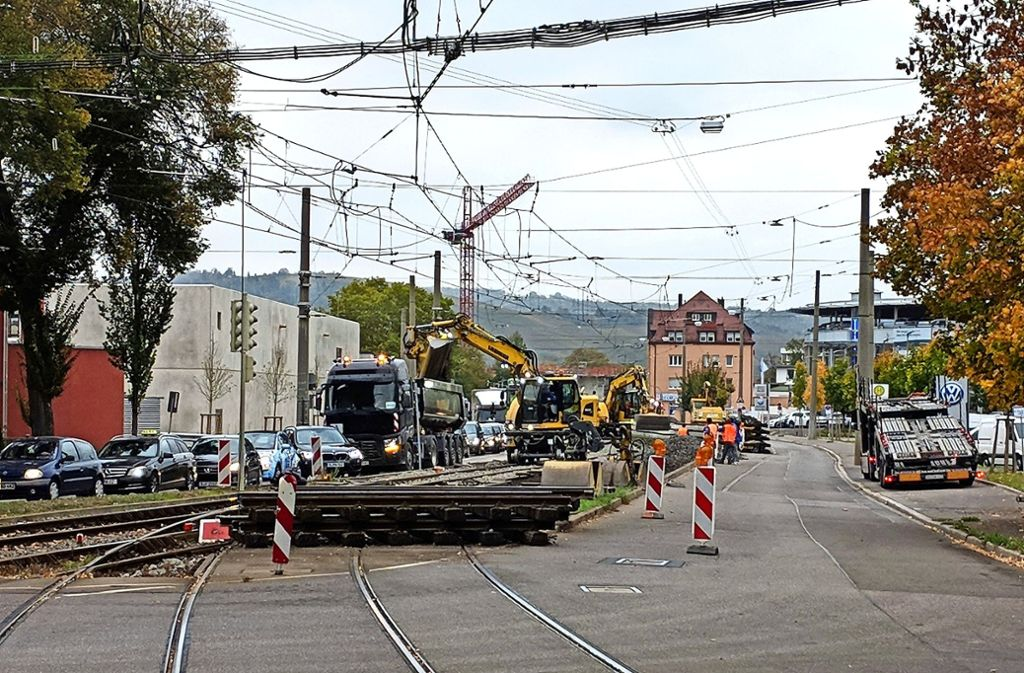 An den Stadtbahngleisen in Gaisburg wird seit Mittwoch intensiv gearbeitet. Foto: Jürgen Brand