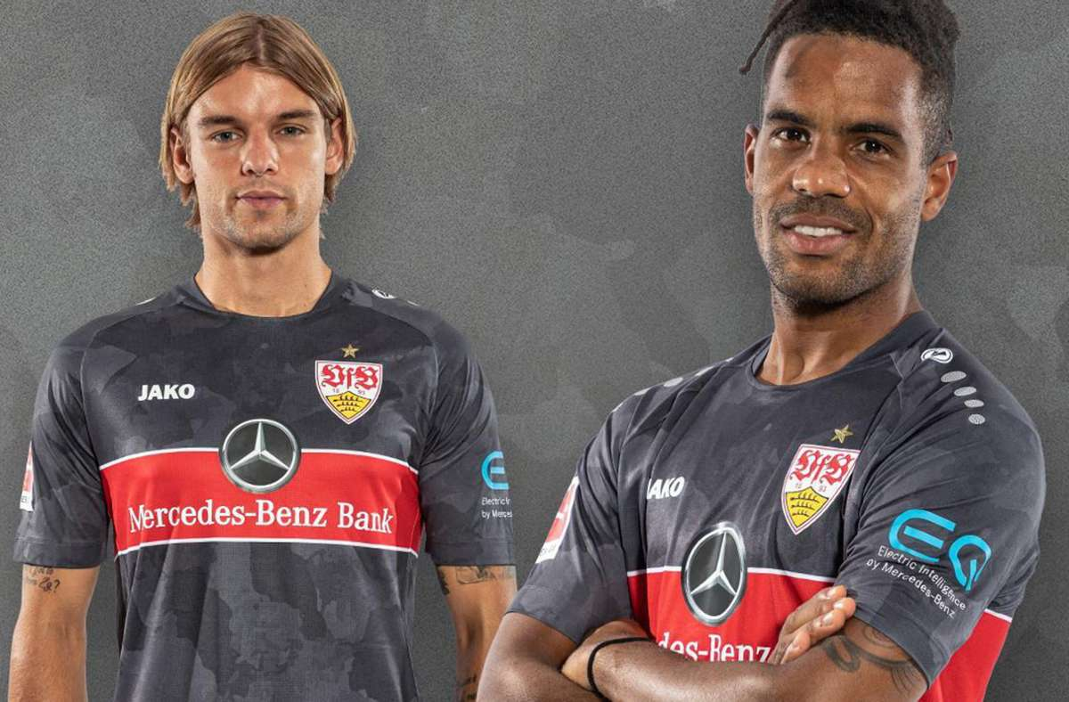 Borna Sosa und Daniel Didavi präsentieren das zweite Auswärtstrikot des VfB Stuttgart. Foto: VfB/VfB