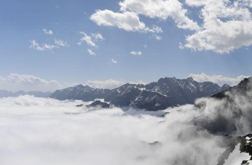 Zwei Bergwanderer stürzen in den Alpen in den Tod