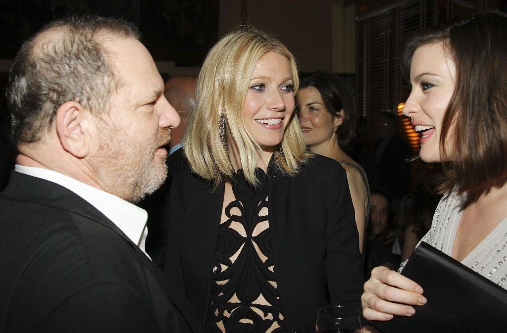 "Harvey Weinstein (links) mit den Schauspielerinnen Gwyneth Paltrow (Mitte, ""Shakespeare in Love"", ""Iron Man"") und Liv Tyler (""Der Herr der Ringe"") am 28. April 2008 nach der Premiere des Films ""Iron Man"". Foto: AFP"